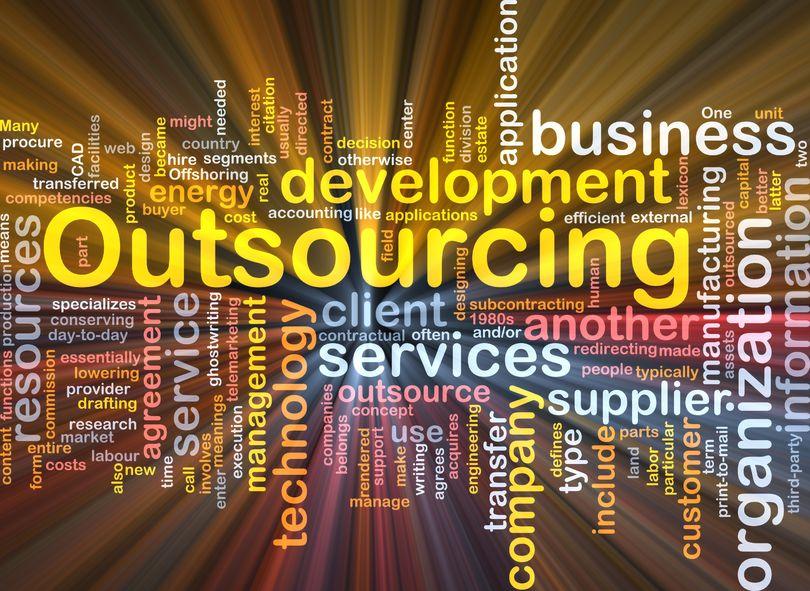 Outsourcing czy wewnętrznie? budujemy biuro obsługi Klienta